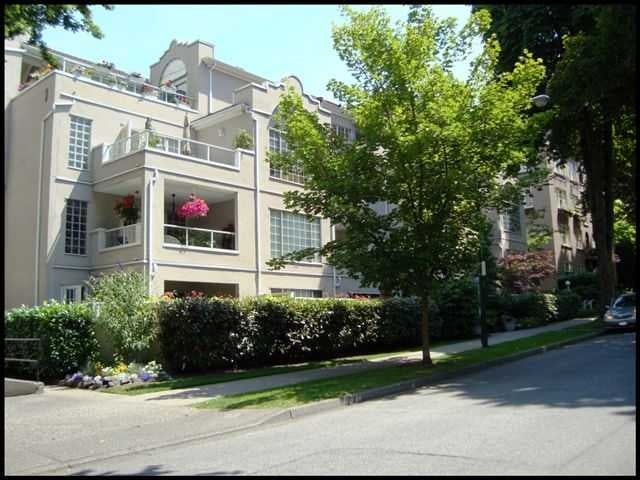 Charlotte Gardens   --   1525 PENDRELL ST - Vancouver West/West End VW #3